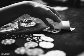 Interesting Reasons to Play Poker Online